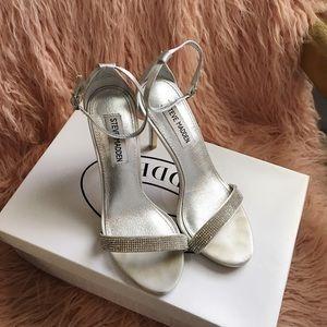 Beautiful Steve Madden rhinestone strappy heels 👡